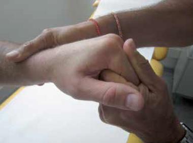 Le carpe bossu du sportif : de l'étiopathogénie au traitement